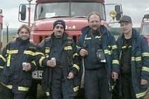 Veselí hasiči na sjezdu hasičských vozidel v Přibyslavi. Na tuto přehlídku přijely veškeré dobrovolné sbory z celé republiky, aby se tak pochlubily svojí technikou.