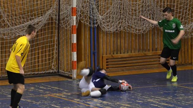 Snímek je z utkání kategorie U-19 mezi Baníkem Chomutov (zelení) a Vysokým Mýtem, které domácí prohráli 0:4.