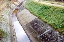 Průmyslový přivaděč vody byl odstaven, informovalo Povodí Ohře.