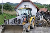 Žáci Střední stavební školy v Chomutově si už brzy budou mít možnost osobně vyzkoušet práci na dvou stavebních strojích, podobných tomu, co je na snímku. Ilustrační foto.