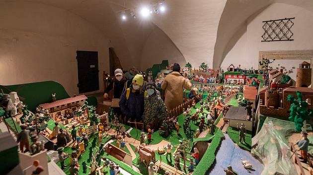 V budově chomutovské radnice vystavilo tamní muzeum betlém vyrobený místním betlémářem panem Fialou.