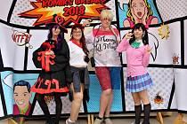 Svět komiksů společnosti DC či Marvel, komiksy Manga nebo fantasy počítačové hry lákají fanoušky k převlékání za oblíbené hrdiny.
