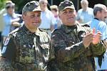 Bratři Švajerovi dorazili ve vojenských uniformách.