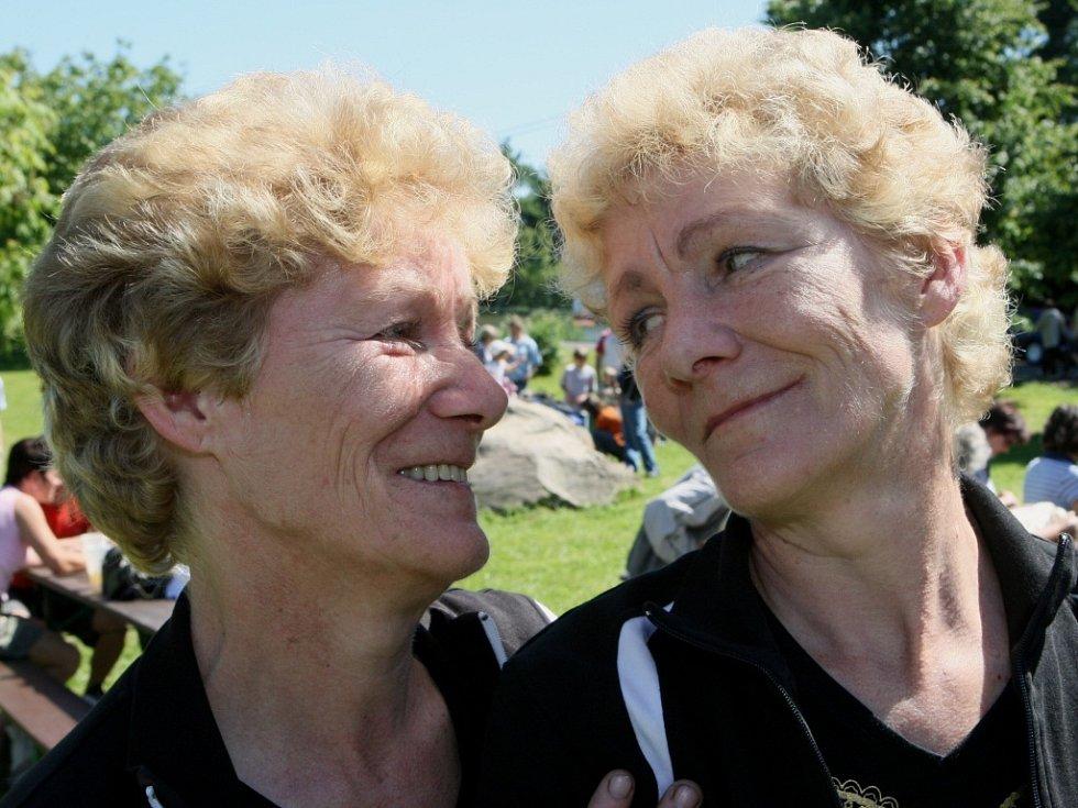 Na hrádek přijelo téměř čtyřicet páru dvojčat.