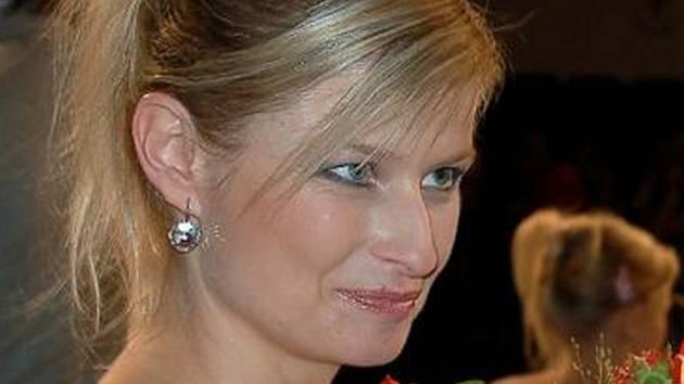 POSTUP DO FINÁLE. Do únorového celorepublikového kola soutěže Missis 2009 postoupila i Kateřina Bártlová z Jirkova (na snímku). V chomutovském divadle skončila na druhé příčce před deseti konkurentkami z Čech.