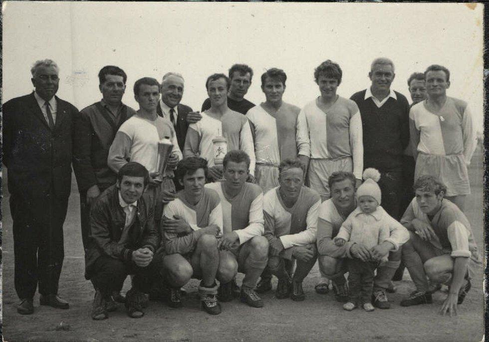 První foto Sparty Strupčice. Psal se rok 1931.