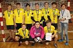 Na snímku je vítězný tým futsalového turnaje středních škol Chomutovska SPŠ a OA Kadaň.