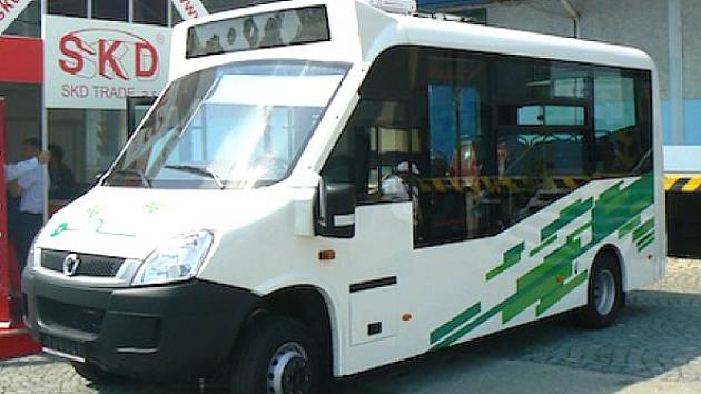 Elektrobus, který jezdí v Chomutově.
