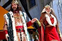 CÍSAŘSKÝ PÁR. Panovníka Karla IV. s chotí vítají v Kadani už 24. rokem. Snímek je z loňského Císařského dne.
