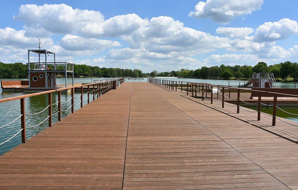 Jestli bude hladina dále klesat, hlavní molo se posune dál do jezera.