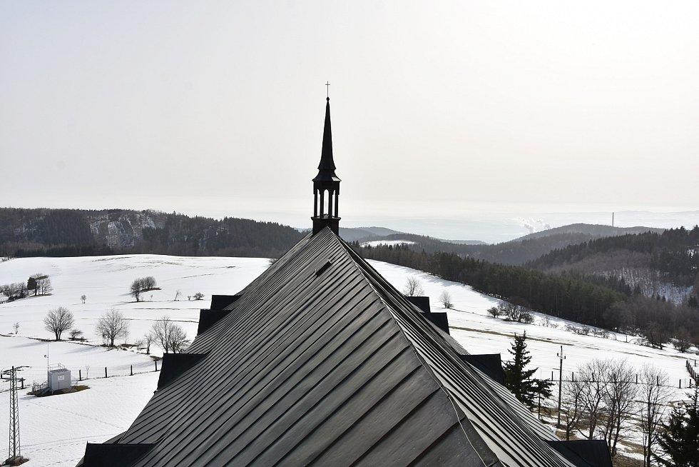 Výhled z věže kostela sv. Václava ve Výsluní.