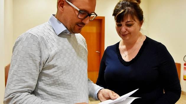 Kateřina Mazánková se svým obhájcem Tomášem Havelkou před soudní síní