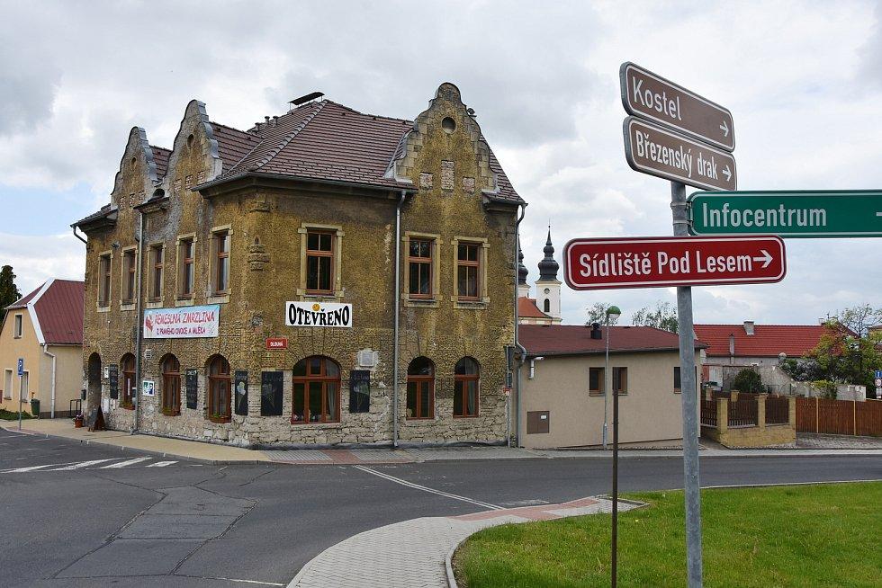 U Zrcadla v Březně je k dostání řemeslně vyrobená zmrzlina z místních surovin lokálních výrobců.
