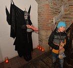 V jirkovské věži v sobotu strašilo. Na děti tam čekaly pohádkové bytosti a strašidla.