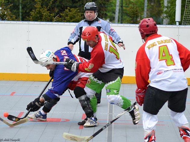 Hokejbalisty Dandy Chomutov dělí od postupu do finále jediná výhra. Tým ale zatím na oslavy nemyslí.