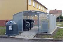 Kontejnery na kov v Pražské ulici v Klášterci
