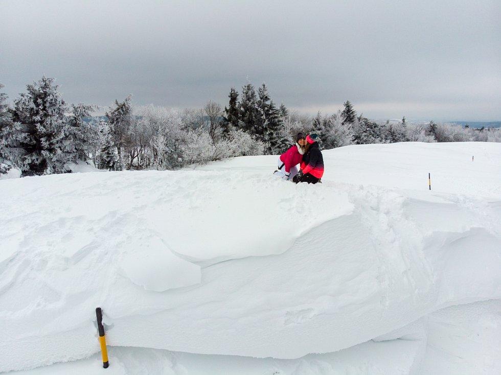 Boj se sněhovou kalamitou mezi obcemi Výsluní a Rusová