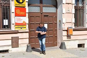 Od září platí nová otevírací doba. Na jirkovské poště na náměstí bude každý všední den o tři hodiny kratší.