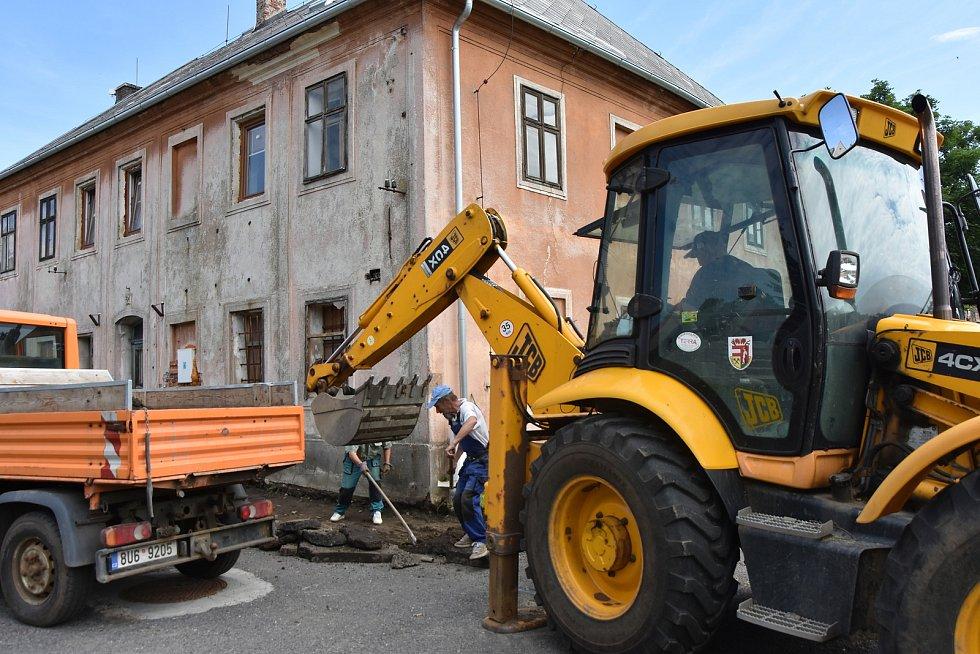 Práce v Hoře sv. Šebestiána.