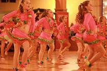 MISTŘI SVĚTA. Děvčata z tanečení školy Stardance tančí jako o život, aby získaly zlato.
