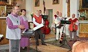 Po čtyři adventní víkendy se rozeznívaly v chomutovských kostelech vánoční skladby a písně. Poslední předvánoční setkání se koná v režii vokálně instrumentálního souboru Loutna česká. Jako host vystoupí herečka Bára Štěpánová.