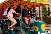 Oslavy oblíbeného moku v Kadani přilákaly mnoho lidí a regionální piva ten den slavila úspěch.