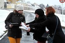 """Budoucí architektky Tereze Šašková, Veronika Polová a Iveta Osičková berou svou práci zodpovědně a vážně. Vědí, že své projekty budou prezentovat před veřejností. Shodují se: """"Rozhodně to žádná z nás nepodceňuje. Snažíme se odvést co nejvíc."""""""