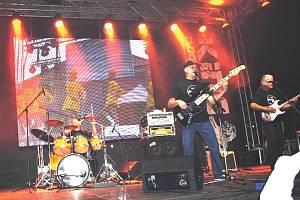 Vyvrcholením série hudebních vystoupení bude koncert slovenské skupiny Elán KontraBand revival (na snímku). Ta nabídne vedle největších hitů Elánu také skladby Mariky Gombitové.