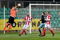 Chomutov (v černém) hráli poslední dva zápasy doma. Urval v nich plný počet šesti bodů.