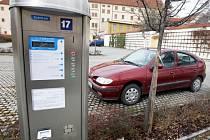 Levněji zaparkují v centru Chomutova řidiči na parkovišti od 1. dubna v Rieglově ulici