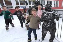 Děti a jejich drátění kamarádi.