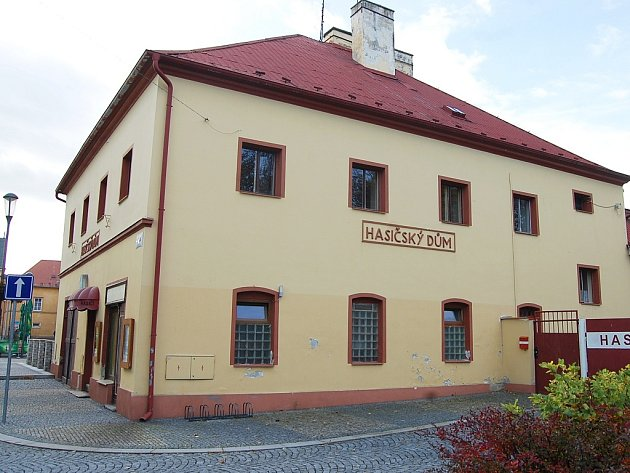 Hasičský dům chce Jirkov přebudovat na nové informační centrum. Součástí bude muzeum shistorickými exponáty místních hasičů.