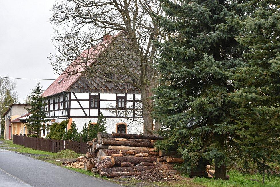 Hrázděné domy jsou typické pro oblast severních a západních Čech. Tento stojí v Kalku na Chomutovsku.