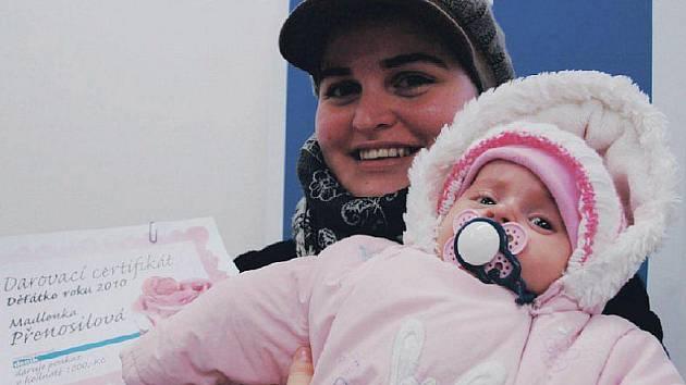 Maminka Vendula Přenosilová přišla ukázat, jak holčička vyrostla a převzala darovací certifikát v hodnotě tisíc korun.