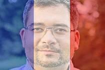 Také primátor Chomutova Daniel Černý podbarvil svou profilovou fotografii na facebooku francouzskou trikolorou.