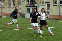 Fotbalistky společného týmu Souše a Ervěnic/Jirkova (v černém) jsou jasnými vítězkami divize A.