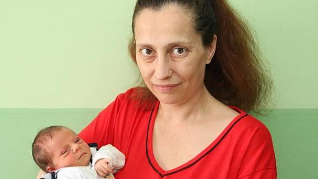 Jakub Kuvik spatřil světlo světa a maminku Ivanu z Chomutova v tamější nemocnici 19. listopadu ve 14.01 hodin. Vážil 2,225 kg, měřil 45 cm.