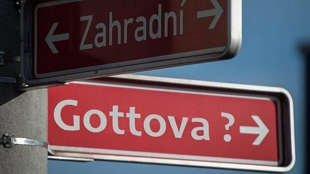 Měla by se u nás jmenovat po slavném umělci třeba ulice?
