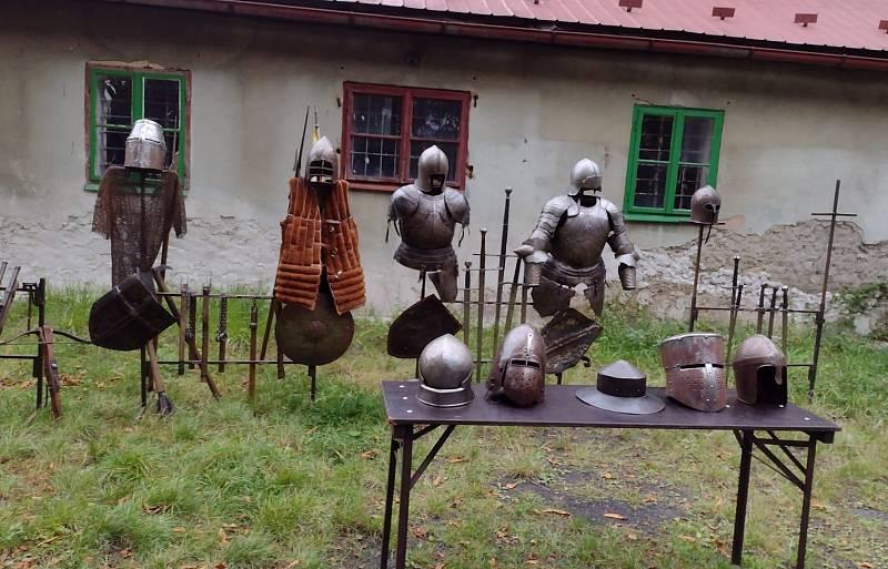 Husité v Chomutově a žáci 3. B z Kadaňské s nimi.