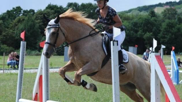 Krásné koně, ladné skoky a umění jezdců obdivovali návštěvníci skanzenu