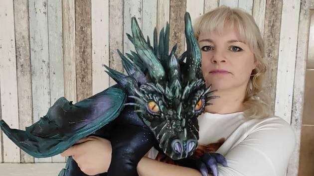Maňásci ve formě fantasy zvířat, které v Nové Vsi tvoří výtvarnice Pavlína Chládková.