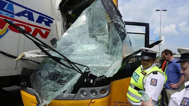Nehoda autobusu Student Agency, ve kterém cestovali lidé z Chomutova.