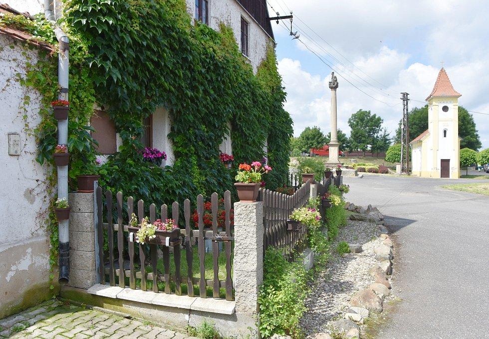 Poláky jsou jednou z vesnic, které patří ke Chbanům.