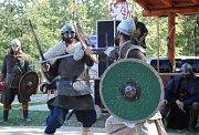 Pouť, atrakce, kapely, fakýr, rytíři, burčák a akce pro děti Březenecký drak.