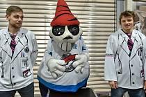 Na snímku jsou dresy ve kterých Piráti v neděli nastoupí proti Vítkovicím.