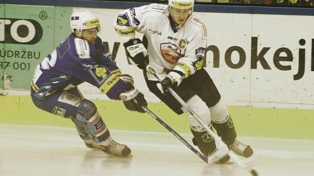 Snímky ze zápasu KLH Chomutov na ledě Karlových Varů.