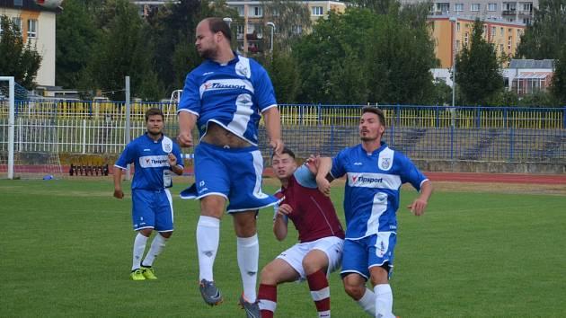 Ani ve druhém utkání jara Tatran Kadaň (modří) body nezískal.