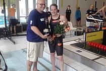 Štěpánka Šilhanová s Romanem Eckertem, trenérem Ústecké akademii plaveckých sportů