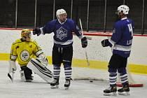 Louny (v modrém) v posledním úspěšném zápase s Kadaní.