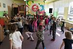 Děti v Chomutově bavilo divadlo Hnedle Vedle